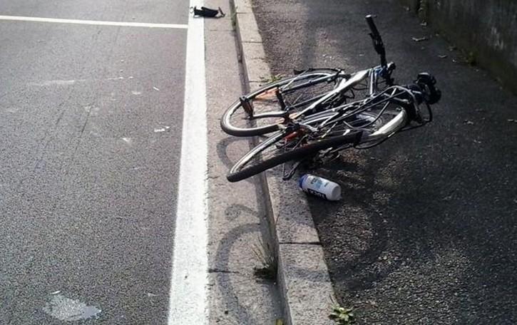Con la bici contro un'auto Grave un pensionato
