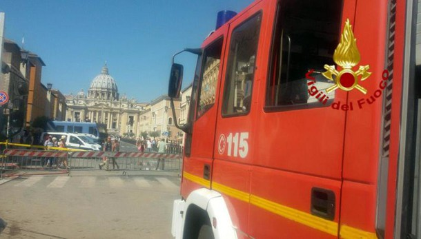 Si ribalta trenino in zona Duomo: turisti feriti