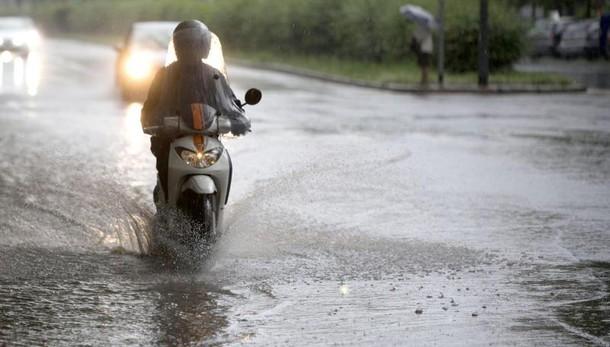 Meteo, allerta maltempo su tutta la Campania temporali e forte vento
