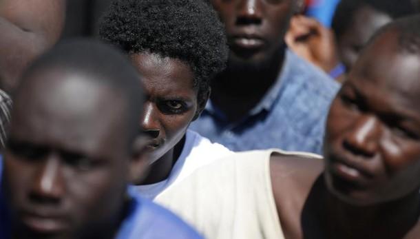 Migranti, 500 persone tratte in salvo nel canale di Sicilia