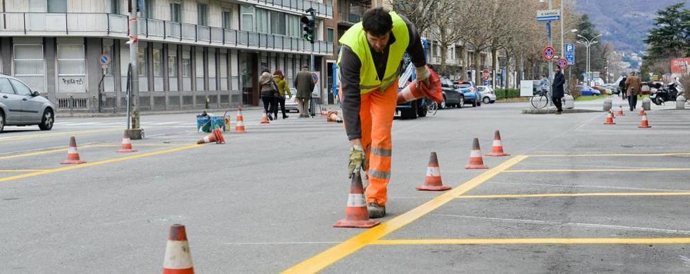 Posteggi per residenti  Como, scattano i controlli  per scovare i furbi