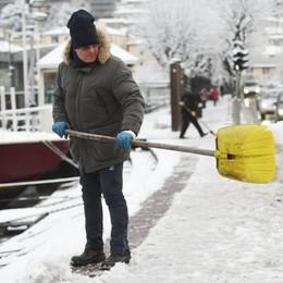 Como, problemi per neve e ghiaccio  Ancora disagi a Como Nord   Guarda le foto