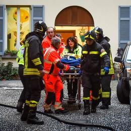 È morta la donna vittima dell'incendio  Il vicino: «Così ho provato a salvarla»