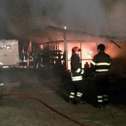 Doppio incendio a Fecchio  Distrutto un capanno