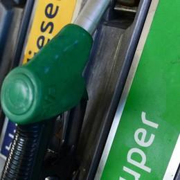Carta sconto ancora più conveniente Il Ticino vota sì, aumenta la benzina