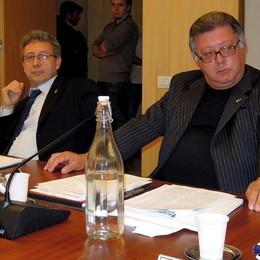 Il Pd erbese sembra quello di Roma  Tutti contro tutti verso le elezioni