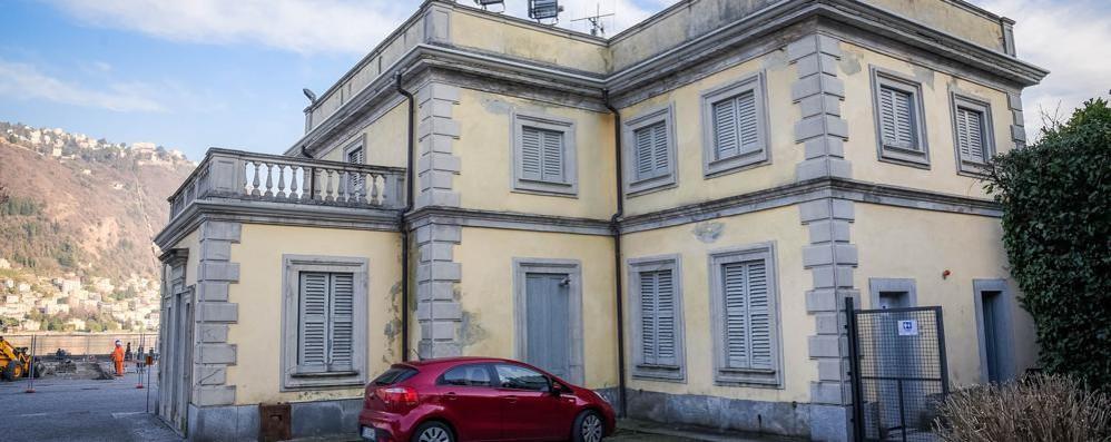 Vigili a Villa Olmo  Nella casa del custode  trovato un abusivo