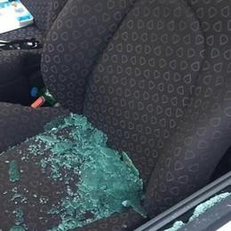 Casnate,vandalismi e furti nelle auto  La rabbia: «Andremo in Comune»