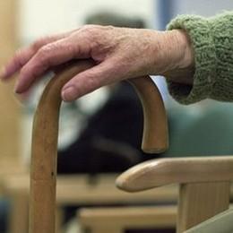 Anziani sfrattati, occupato ufficio casa