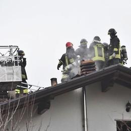 Casnate, in via Pasubio va a fuoco un tetto