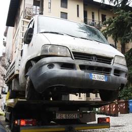 Furgone abbandonato da nove anni  Stamattina finalmente è stato rimosso