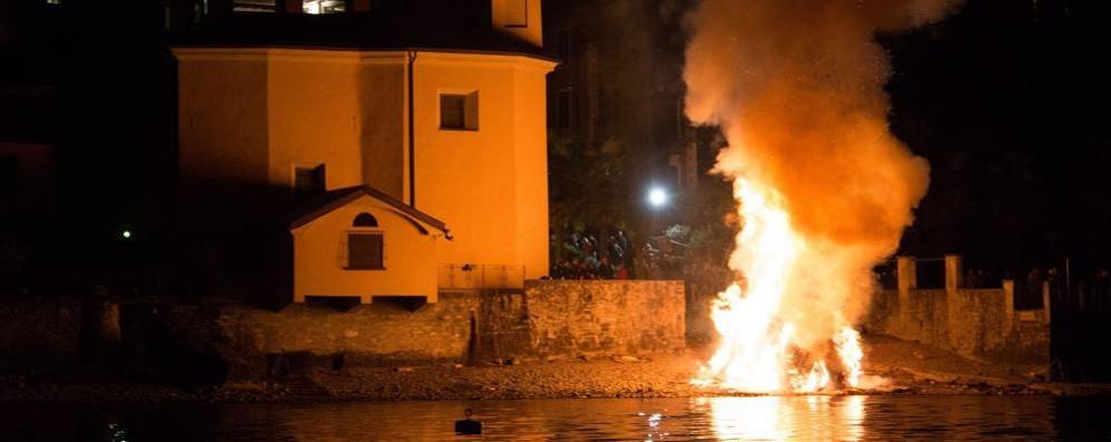 Lezzeno torna ai tempi del Barbarossa  Il rogo di San Giuseppe - Guarda il video