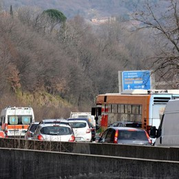 Code in super verso Lecco  per un incidente a Civate