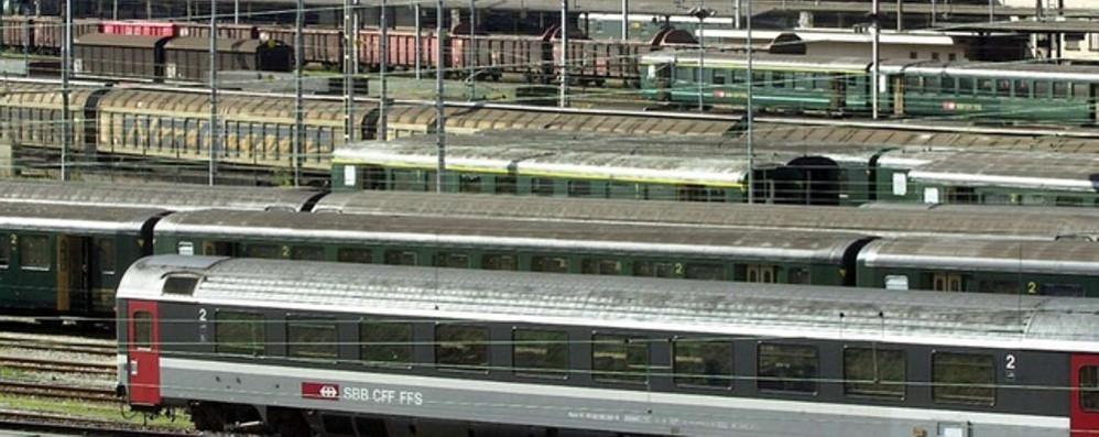 Passa il confine sul tetto di un treno  Grave uomo folgorato dalla linea elettrica
