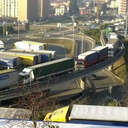 Ubriaco al volante del Tir attraversa tutto il canton Ticino