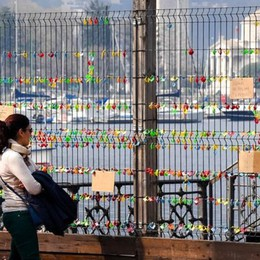 #rivogliamoilnostrolago  Continua la campagna dei lucchetti  Appendeteli e inviateci le foto