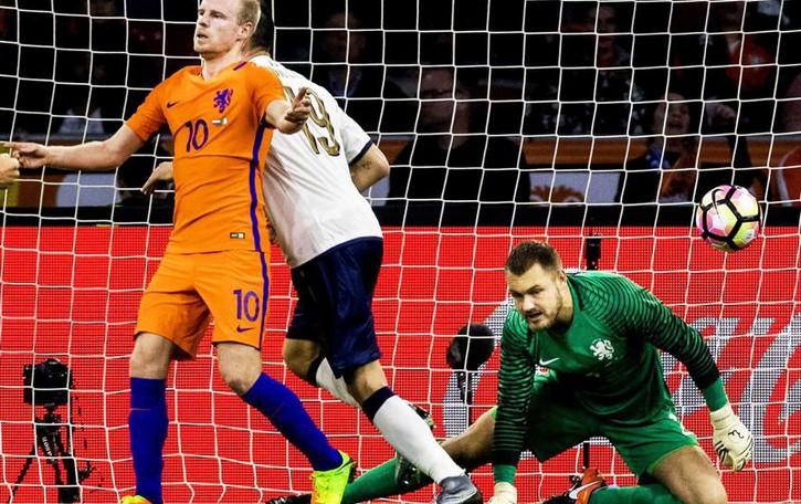 Calcio: l'Italia vince 2-1 in Olanda