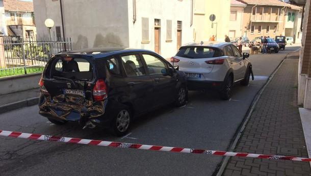 Vercelli, sperona auto ex moglie e l'accoltella: vittima in fin di vita
