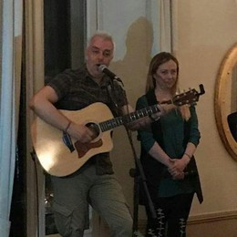 Como, Giorgia Meloni   canta con Van De Sfroos