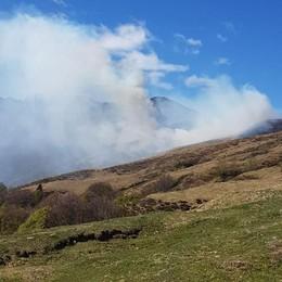 Val Rezzo, pascolo in fiamme  Piromani ancora in azione