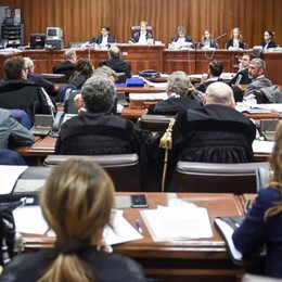 Paratie, Comune parte civile  contro due suoi sindaci