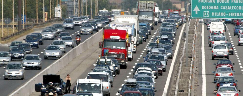 Auto contro un Tir in autostrada  Muore un comasco di 54 anni