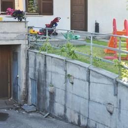 Cade dalla ringhiera del garage di casa  Paura per bimbo di un anno e mezzo
