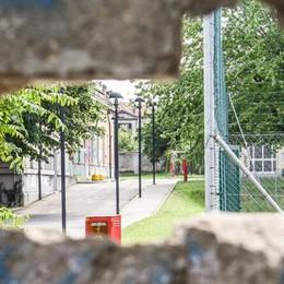 Autogestione al Giovio, un buco nel muro   per entrare di nascosto e senza badge
