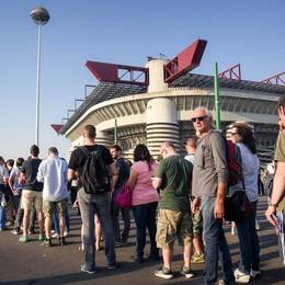 I fans di Davide Van De Sfroos a San Siro