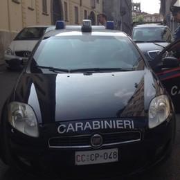 Rissa a Cantù insegue il rivale col coltello  Disarmato da automobilista di passaggio