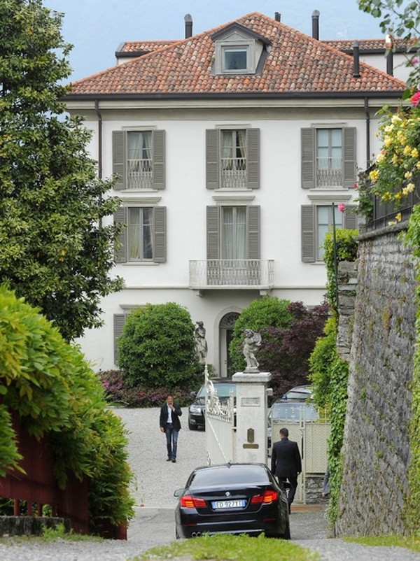 Berlusconi Sbarca A Torno E Fa Ristrutturare La Nuova