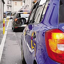 Cantù, ambulanze in coda  La Cri boccia i paletti in  via Torre