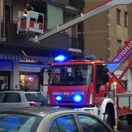 Bimbi chiusi fuori sul balcone  Salvati dai vigili del fuoco