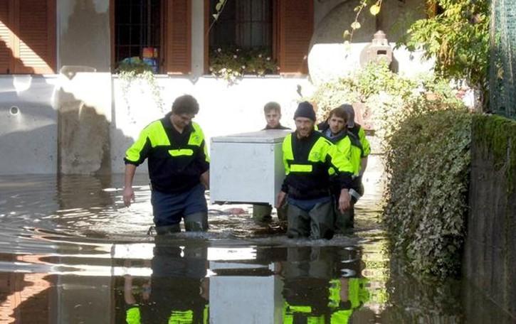Maltempo: ditte allagate nel Canturino, frana a Blessagno, rientrano gli sfollati a Blevio e Montorfano