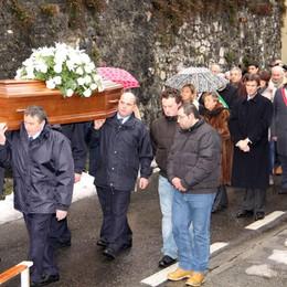 Addio a Piergiorgio Cairoli  Gremita la chiesa di Casasco