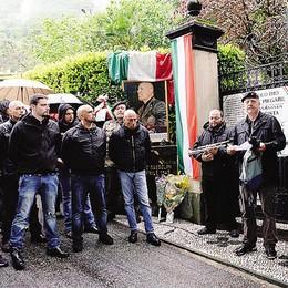 Mezzegra, 300 in corteo  per ricordare Mussolini