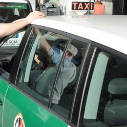 Milano, tassisti in sciopero  contro la App Uber