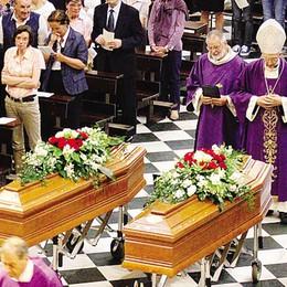 Lecco, mille in basilica  per l'addio a Franco e Adele