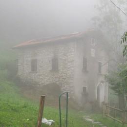 Incendio a Blessagno: distrutta vecchia cascina