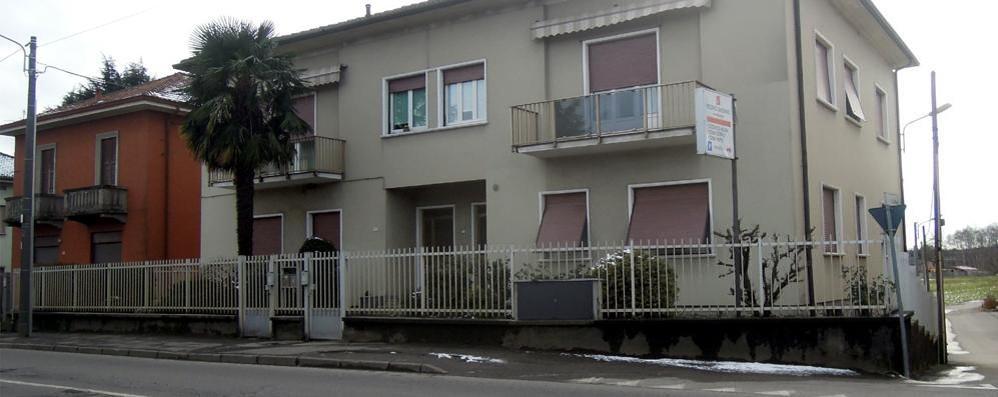 La Cassaforte In Casa : Cassaforte smurata in casa del figlio scende e trova tre