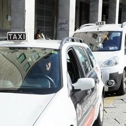 «Taxi in città, tariffe assurde»  Per 400 metri otto euro e mezzo