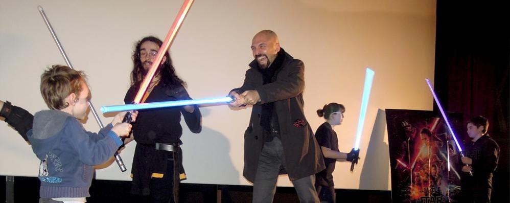 Guerre Stellari a Cantù  Sindaco con la spada laser