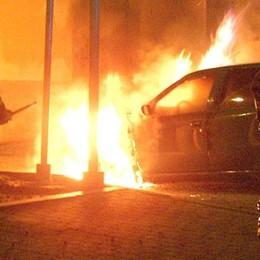 In fiamme un'auto a Gpl  Paura a Castiglione