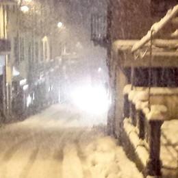 Mezzo metro di neve in Valle Intelvi  Strade pulite ma case al buio