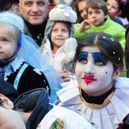 Un paese con 400 abitanti  Ma il Carnevale si fa in due