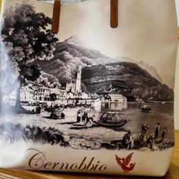 La moda promuove Cernobbio  Sulle borse la griffe della Riva