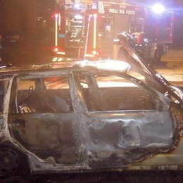 Anzano, auto in fiamme nella notte