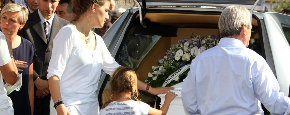 «Teo, modello da seguire»  In duemila per l'addio a Laino