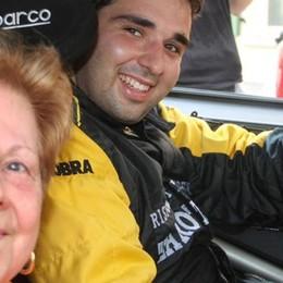 Carlazzo, sull'auto da rally a 66 anni  Il regalo alla nonna sprint