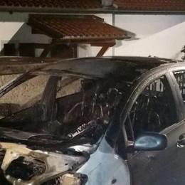 Pianello, auto incendiata  Ora è caccia ai piromani